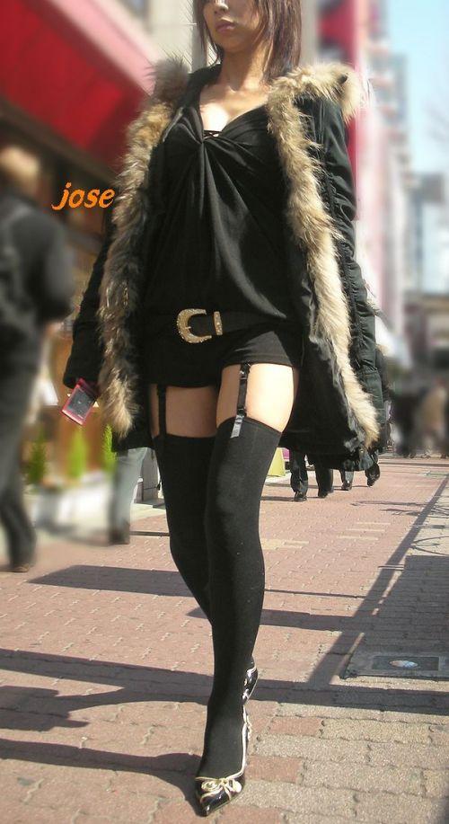 美女に高級黒ガーターベルトが太ももとお尻に食い込むエロ画像 31枚 No.12