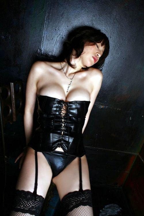 美女に高級黒ガーターベルトが太ももとお尻に食い込むエロ画像 31枚 No.15