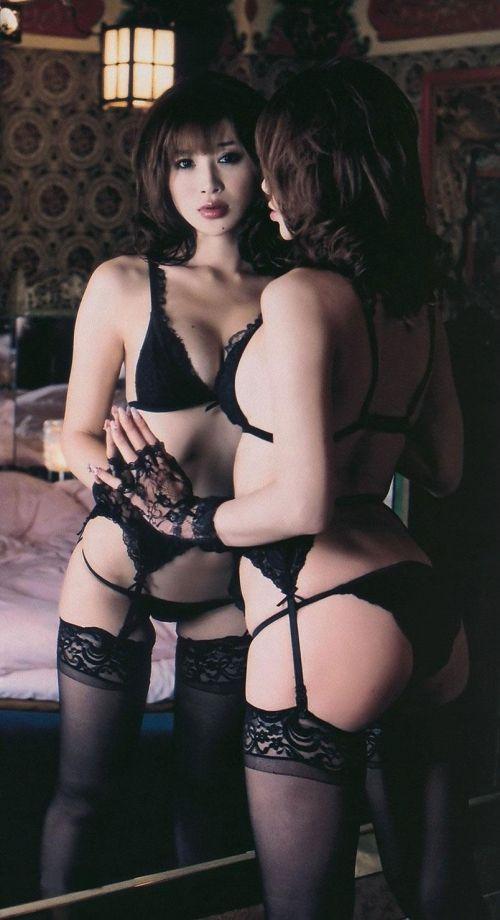 美女に高級黒ガーターベルトが太ももとお尻に食い込むエロ画像 31枚 No.16