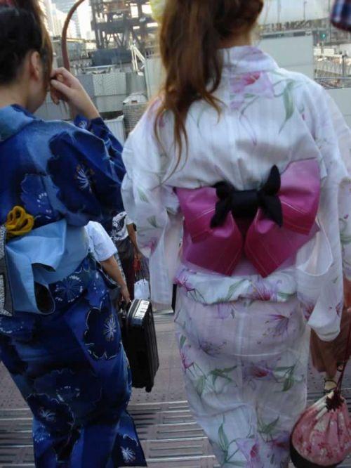【画像】浴衣の上からパンティが透けたまま普通に歩くギャル達www 39枚 No.3
