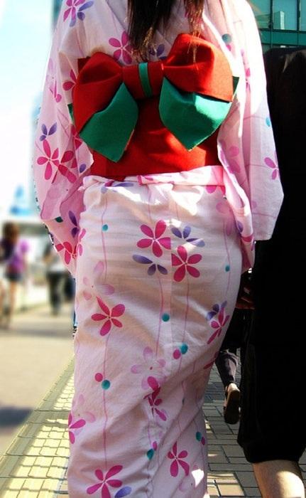 【画像】浴衣の上からパンティが透けたまま普通に歩くギャル達www 39枚 No.13