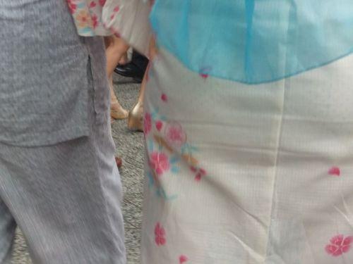 【画像】浴衣の上からパンティが透けたまま普通に歩くギャル達www 39枚 No.15