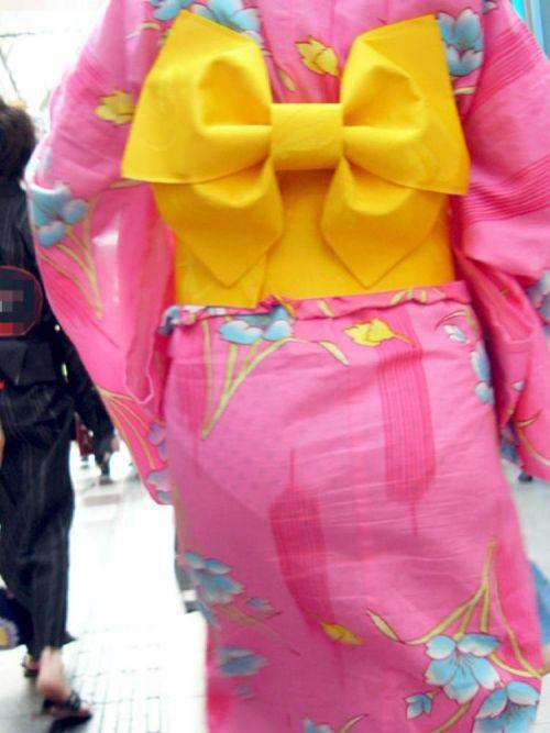 【画像】浴衣の上からパンティが透けたまま普通に歩くギャル達www 39枚 No.22