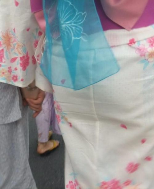 【画像】浴衣の上からパンティが透けたまま普通に歩くギャル達www 39枚 No.24