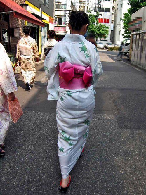 【画像】浴衣の上からパンティが透けたまま普通に歩くギャル達www 39枚 No.27