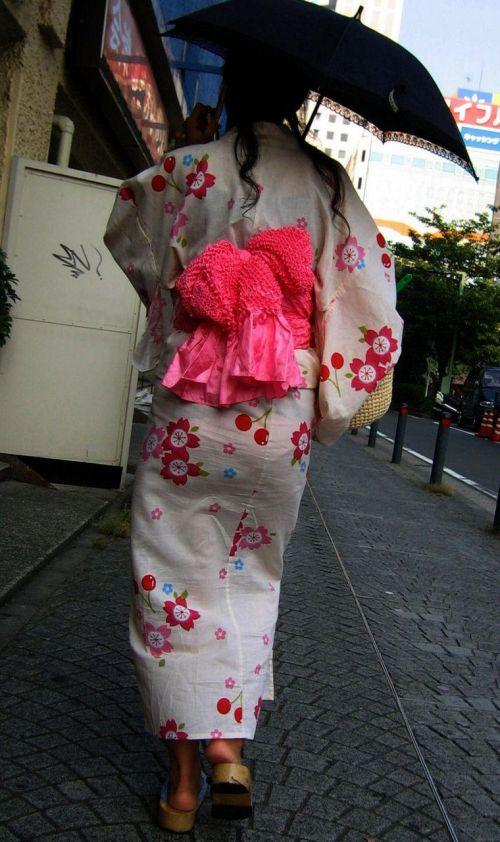 【画像】浴衣の上からパンティが透けたまま普通に歩くギャル達www 39枚 No.28