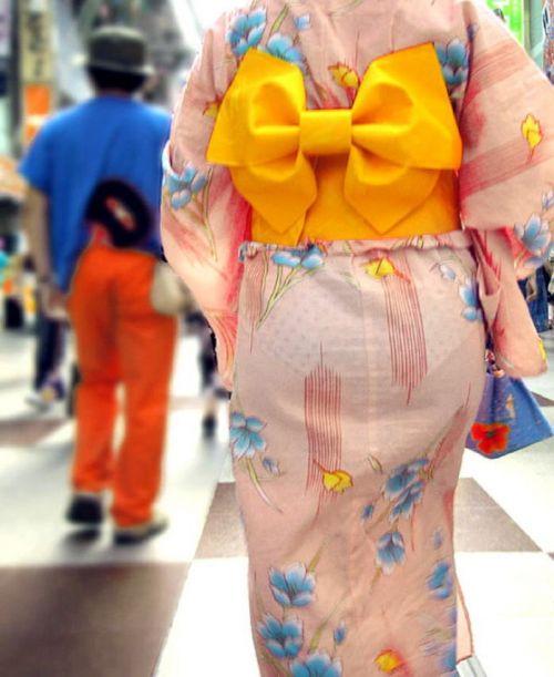 【画像】浴衣の上からパンティが透けたまま普通に歩くギャル達www 39枚 No.38