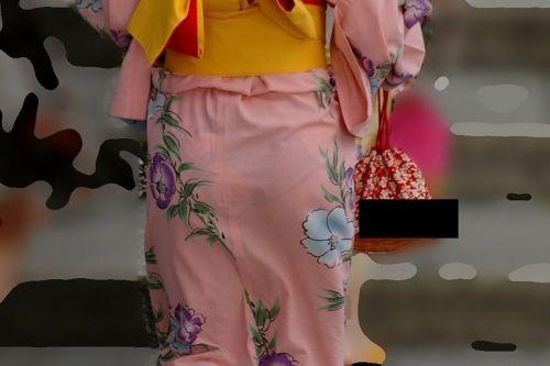 【画像】浴衣の上からパンティが透けたまま普通に歩くギャル達www 39枚 No.39
