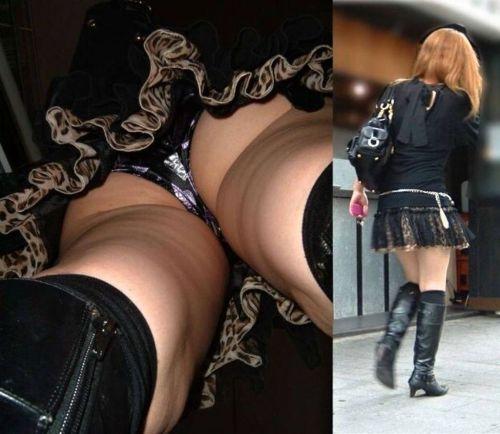 ニーハイを履いたミニスカ女性のパンチラを逆さ撮り盗撮したエロ画像 34枚 No.9
