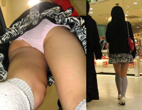 ニーハイを履いたミニスカ女性のパンチラを逆さ撮り盗撮したエロ画像 34枚 No.13