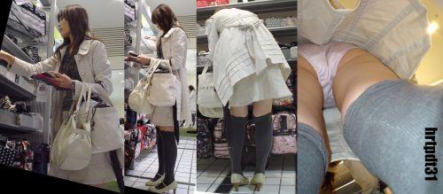 ニーハイを履いたミニスカ女性のパンチラを逆さ撮り盗撮したエロ画像 34枚 No.17