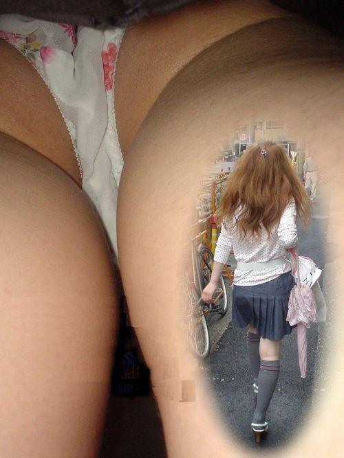 ニーハイを履いたミニスカ女性のパンチラを逆さ撮り盗撮したエロ画像 34枚 No.20