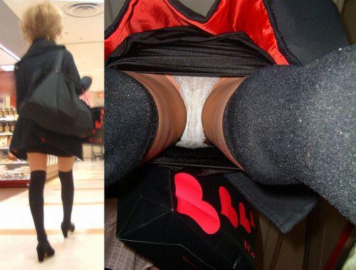 ニーハイを履いたミニスカ女性のパンチラを逆さ撮り盗撮したエロ画像 34枚 No.23