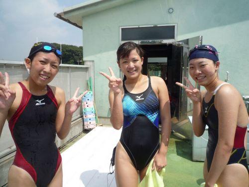 みんなで競泳水着のお尻や股間晒して記念撮影しちゃう水泳部のエロ画像 38枚 No.4