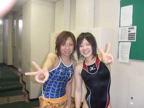 みんなで競泳水着のお尻や股間晒して記念撮影しちゃう水泳部のエロ画像 38枚 No.8