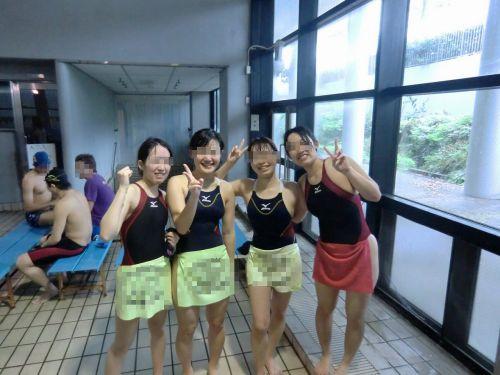 みんなで競泳水着のお尻や股間晒して記念撮影しちゃう水泳部のエロ画像 38枚 No.10