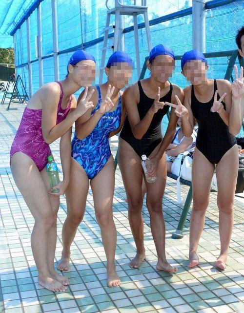 みんなで競泳水着のお尻や股間晒して記念撮影しちゃう水泳部のエロ画像 38枚 No.27