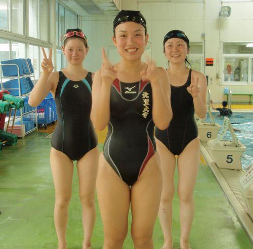 みんなで競泳水着のお尻や股間晒して記念撮影しちゃう水泳部のエロ画像 38枚 No.28