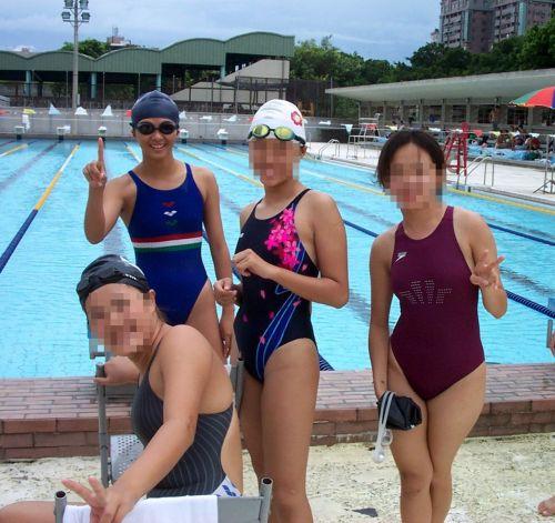 みんなで競泳水着のお尻や股間晒して記念撮影しちゃう水泳部のエロ画像 38枚 No.31