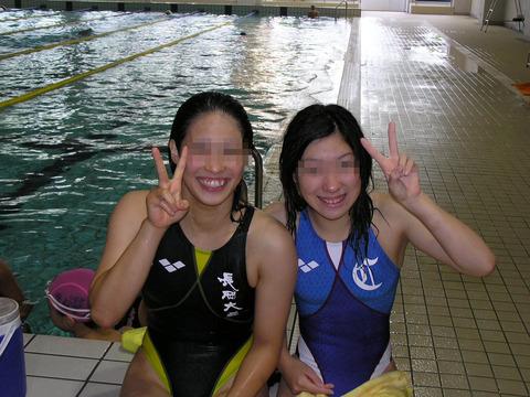 みんなで競泳水着のお尻や股間晒して記念撮影しちゃう水泳部のエロ画像 38枚 No.32
