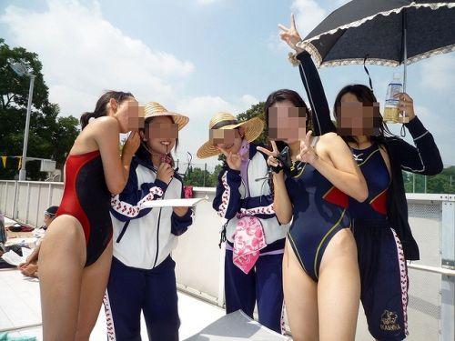 みんなで競泳水着のお尻や股間晒して記念撮影しちゃう水泳部のエロ画像 38枚 No.38
