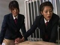 S女だった女看守にロウ責めされるM囚人 友田真希・真咲南朋