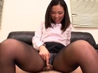 黒パンストお姉さんが尻と足とムッチリ太腿でチンコを刺激(pornhub)