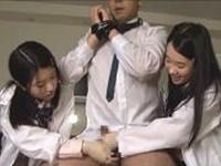 理系女子生徒に小便ガバガバ飲まされ強制射精させられる男性教師