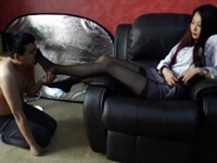 ミニスカ黒パンストS女性の美脚調教