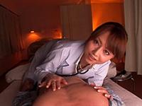 夜の入院患者のベットに入り秘密の診察をするエロ女医