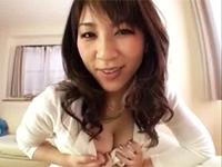 友達のお母さんに巨乳で誘惑されパイズリと授乳手コキで抜かれる!