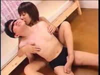 スレンダー痴女のベロ舐め脚コキ!