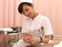 身体を拭いてくれる美人ナースがチンポを念入りに拭いて射精させてくれます!