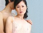 ダイスキ!人妻熟女動画 : 息子の友達とデキちゃってる四十路母の末路。。。 三井茜