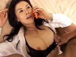 ダイスキ!人妻熟女動画 : 透明人間になった息子に電話中ハメられイカされる四十路母! 羽鳥澄香