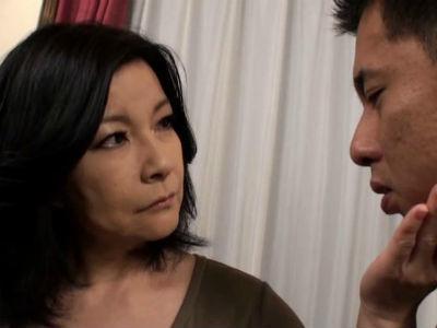折檻と称し息子に自分の欲求不満解消をぶつけ痴女行為をする熟女 板倉幸江