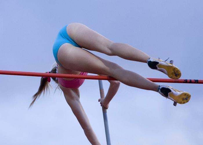 【エロ画像】(えろスポーツ)華麗に跳ぶ食い込み尻☆女子アスリートでの陸上競技で一瞬のえろスを捕まえた件