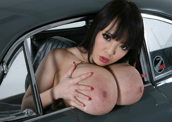 hitomiっていうジャパニーズ史上「最強の爆乳」をひっさげて世界と戦ったエロ画像