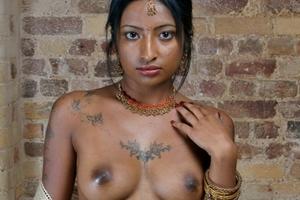 【※衝撃】インドの売春「感染率」9割と言われてるらしいwwwwリアルな実態を探検