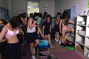 【エロ画像】キンコメ高橋もビックリ女子●生たちの校内で撮ったリアル生着替えがすげえwww
