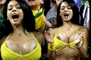 【厳選エロ画像101枚】サッカーとかのサポーターが熱狂すぎて「おっぱい」出し過ぎ