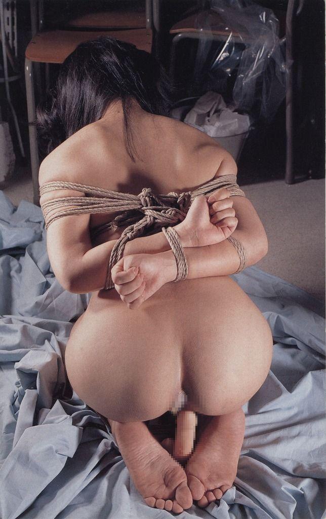夫婦生活SMエロ画像;嫁の縛られてなお挑むような目力にそそられる30
