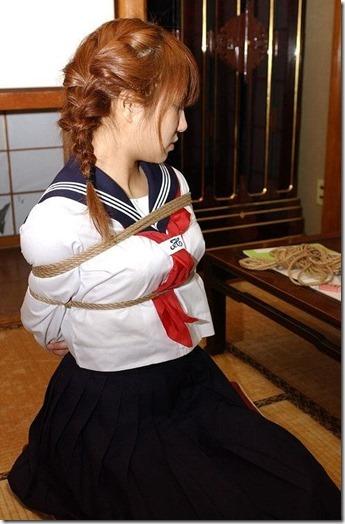 昭和浪漫風;母に内緒で調教された制服娘のSMエロ動画像14