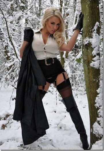 ただの雪原野外露出が雪ン娘に見えてしまう白い肌のエロ美女達19