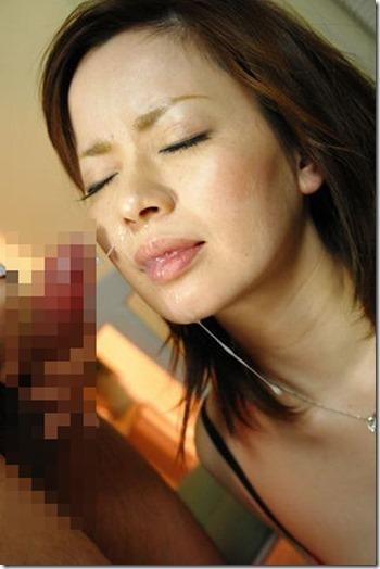 【顔射ぶっかけエロ動画像】精液で寝化粧する妻達03