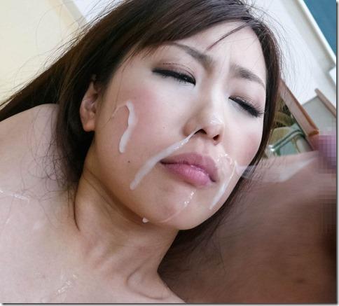 【顔射ぶっかけエロ動画像】精液で寝化粧する妻達04