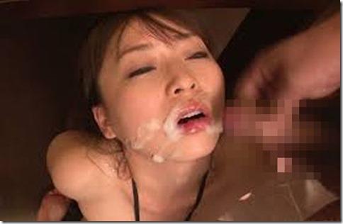 【顔射ぶっかけエロ動画像】精液で寝化粧する妻達05