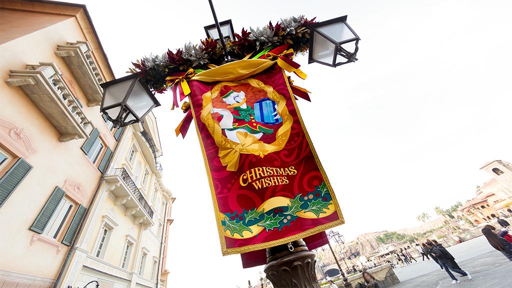 CHRISTMAS WISHES デイジーとプレゼント(ミッキー広場)