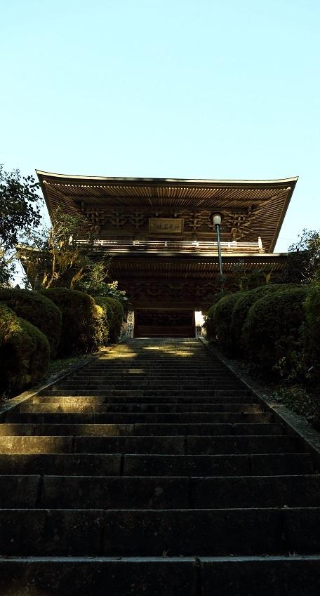 2016 12 3 雲岩寺の急な階段 ブログ用.jpg