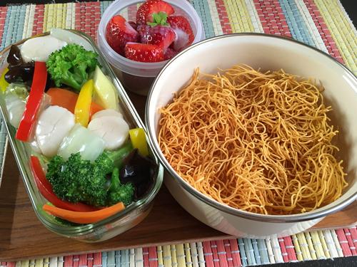 ホタテと野菜の餡掛け堅焼きそば弁当01